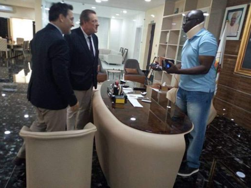 Photos: US Consular general, John Bray, visits injured Governor Ayo Fayose