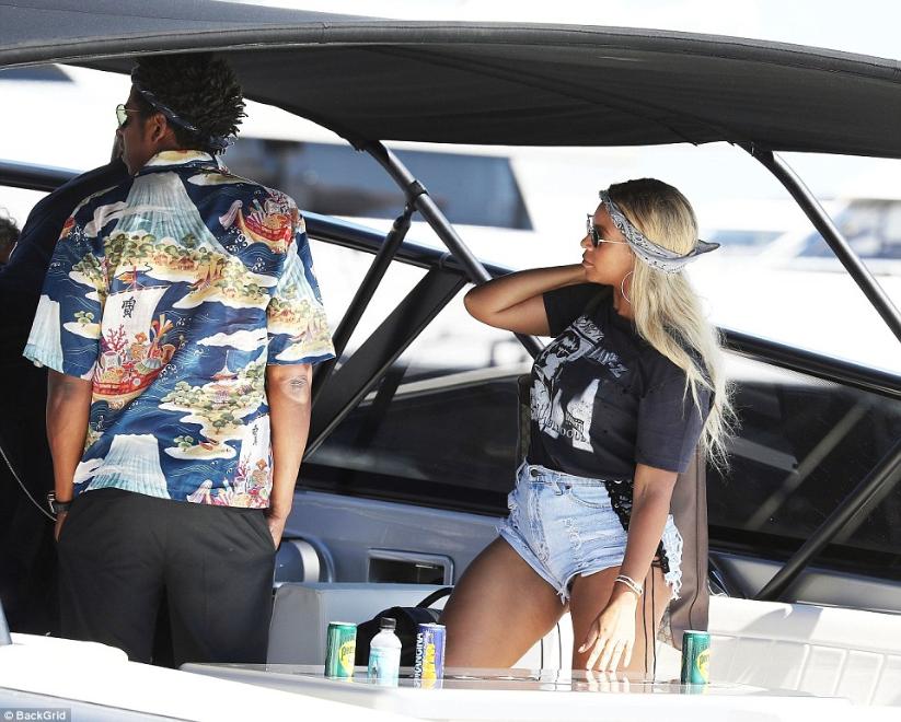 Beyonce conceals