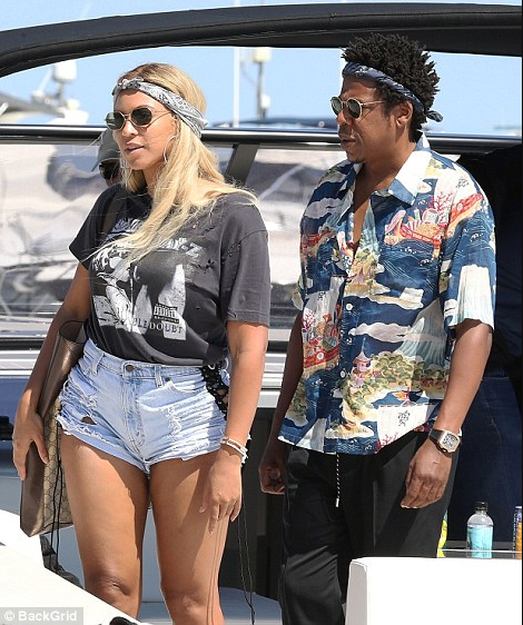 Beyonce relaxes on a yacht with Jay-Z