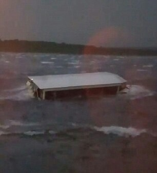 Eleven dead, several injured as duck-boat carrying 31 capsizes on Missouri lake