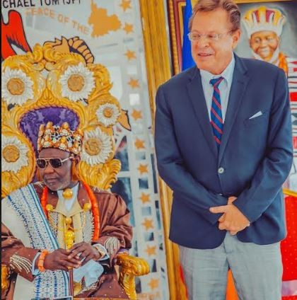 Us consul General, John Bray visits?King Ateke?Tom at his palace (Photos)