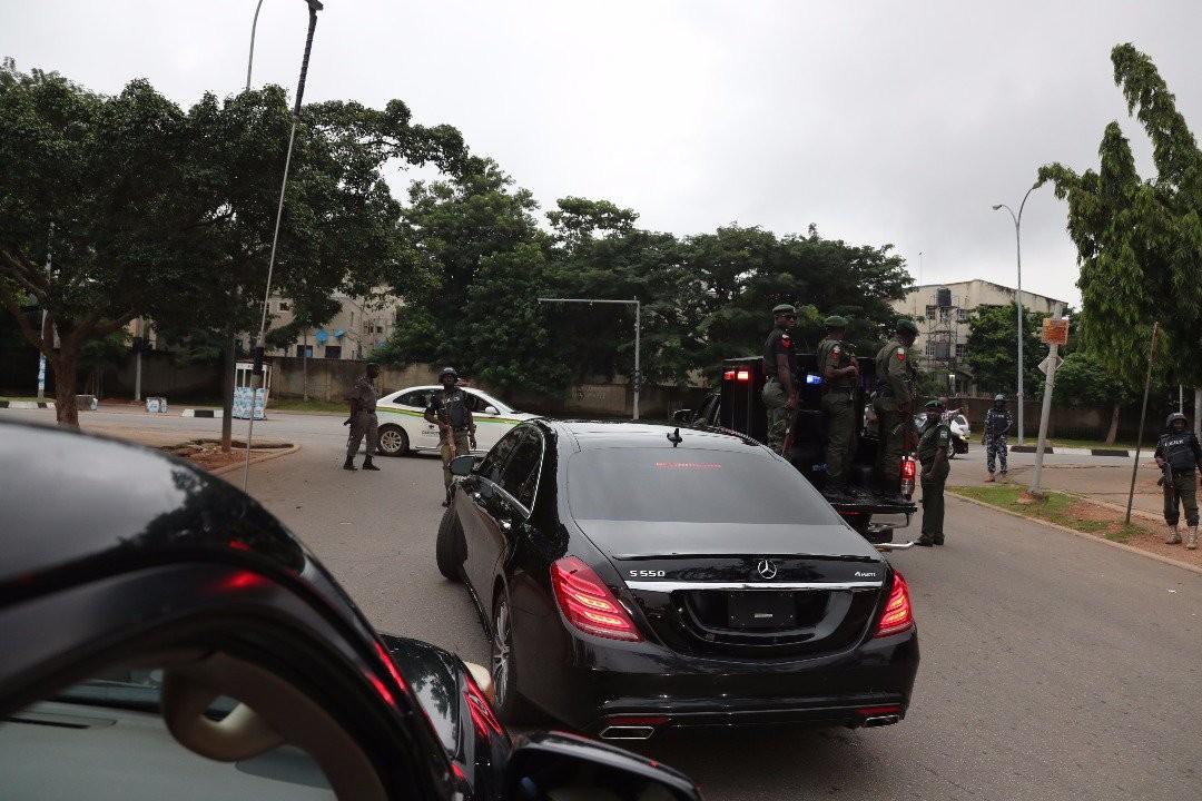 Police storm Saraki
