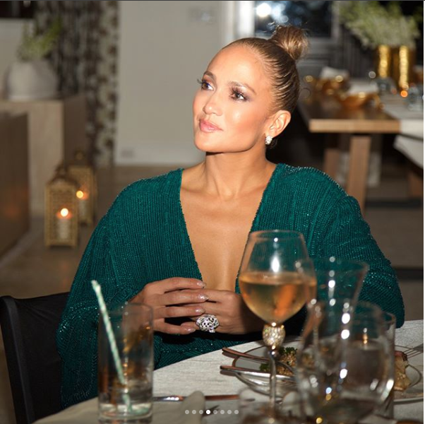 Jennifer Lopez locks lips with her beau Alex Rodriguez at her Birthday dinner (Photos)