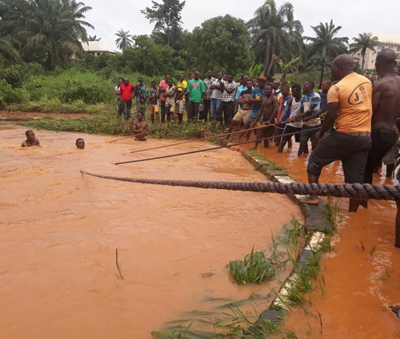 1 dead, 3 rescued alive after car with four occupants was swept away by flood in Anambra