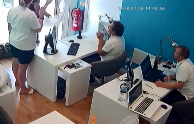 Watch how a thief expertly stole an iPhone from an office while everyone was looking and walked away without anyone noticing