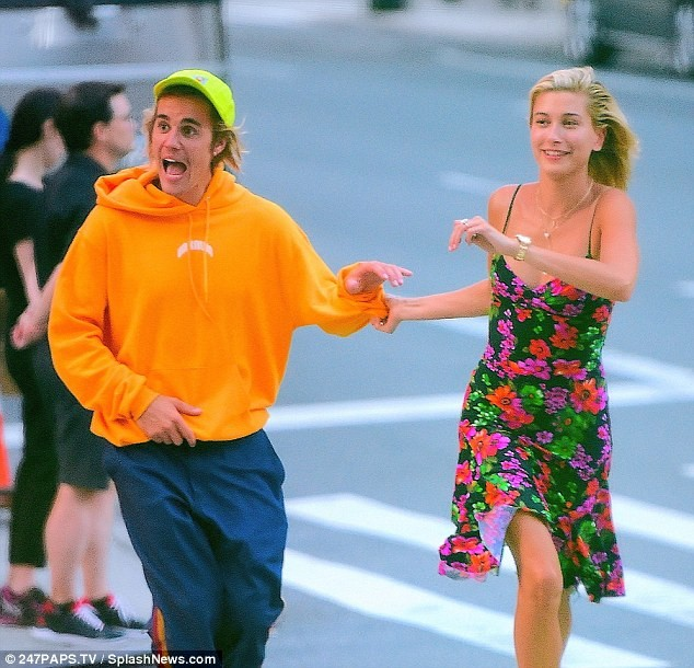 Justin Bieber and his fianc?e Hailey Baldwin put up playful display in NYC street (Photos)
