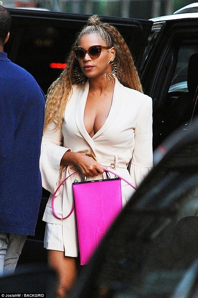 Beyonc? flaunts her cleavage in plunging blazer as she steps for dinner date with Jay-Z in NYC (Photos)
