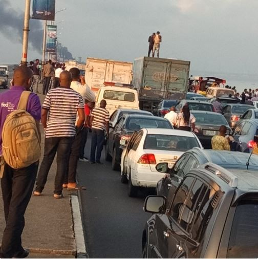 Burning truck on Third Mainland bridge causes standstill traffic in Lagos (Photos)