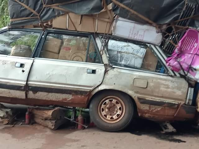 Photos of a ridiculously overloaded small vehicle heading to Benue from Onitsha Main Market