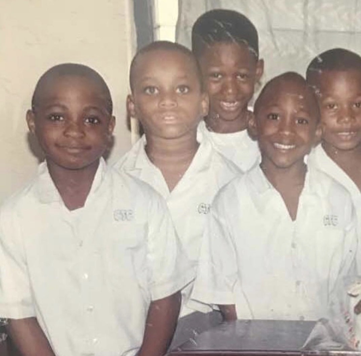 Spot the popular Nigerian singer in this photo!