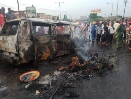 13 people?including a naval officer burnt beyond recognition in a fatal road accident in Port Harcourt