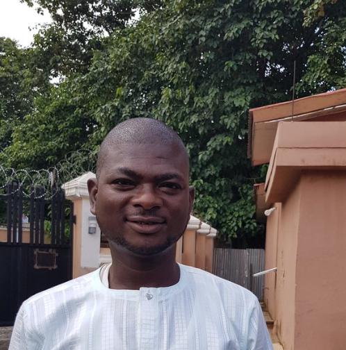 Man hails honest laundry man who returned money he forgot in his pocket