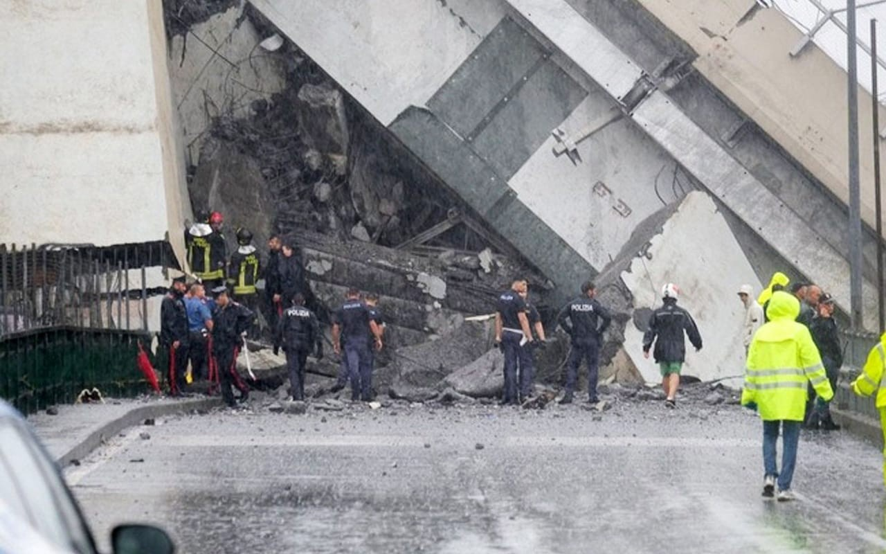 Tragedy in Italy after Genoa freeway bridge collapses, killing