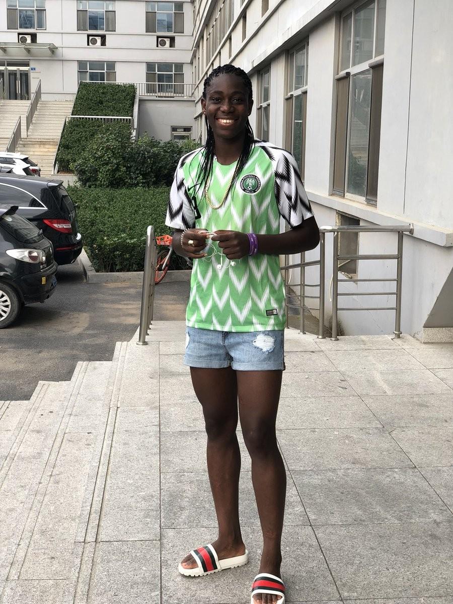Super Falcons star Asisat Oshoala flaunts her long legs in bum shorts (Photos)