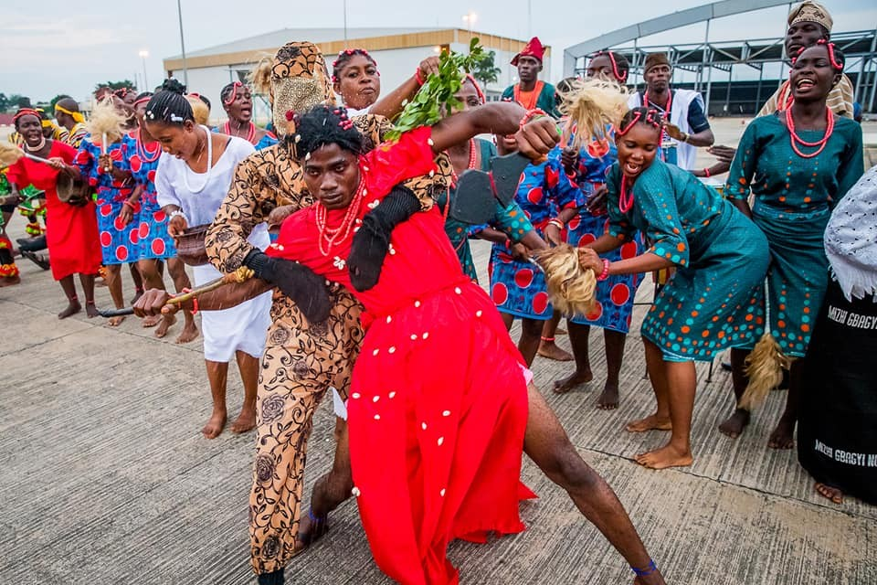 LORD !!!:  Hilarious photo of 'Sango' dancers who welcomed President Buhari back to Nigeria after his 10-days working visit to London