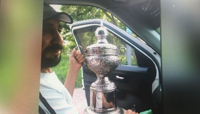 Former tennis star Gul Hamid goes broke, now selling his trophies to survive?