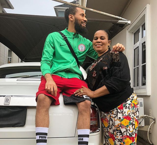 Rapper Phyno shares rare photo with his mother?