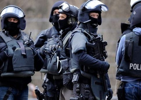 German riot police detain Russian citizen over suspected terror attack