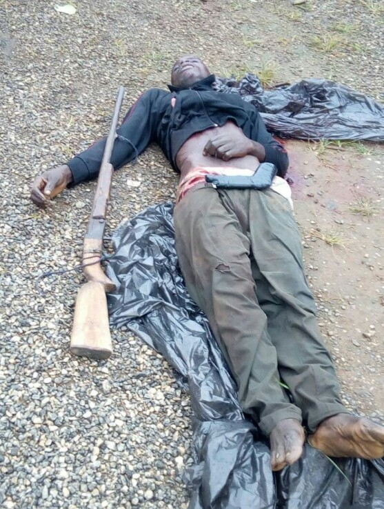 Photo: Armed robber shot dead in shootout with police along Sagamu-Benin Expressway.