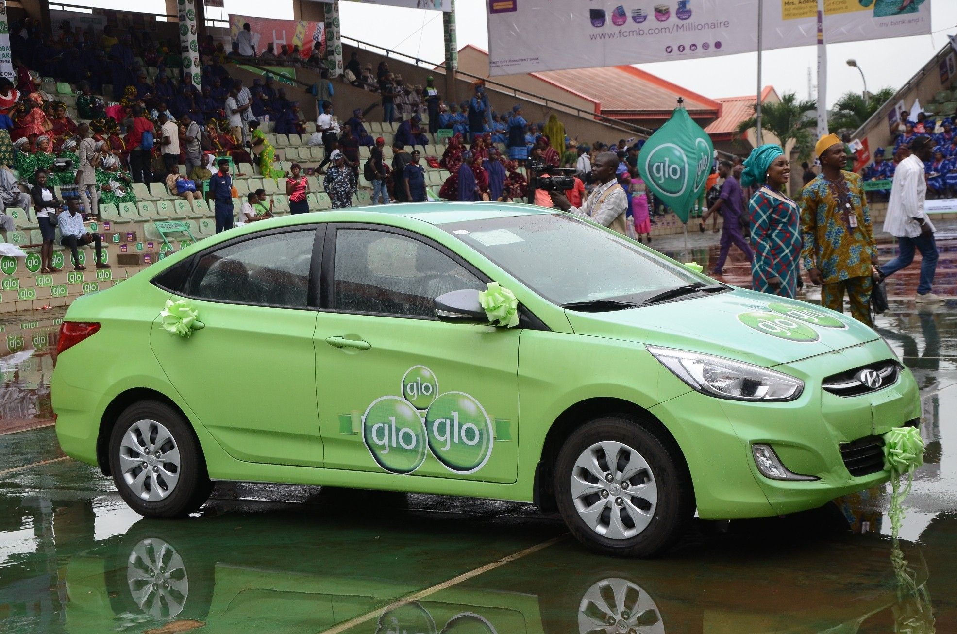 Drama as school teacher wins Globacom?s car at Ojude Oba festival