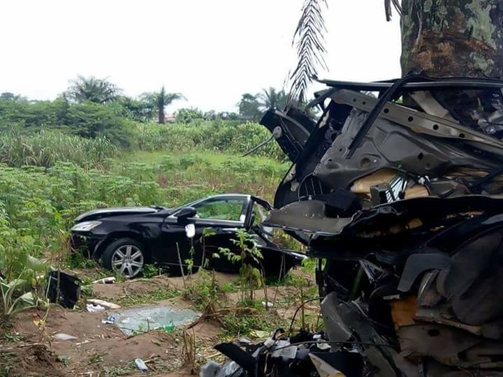 What a miracle! Man walks out without any injury after his car crashed into a tree, splitting into two in Delta(photos)
