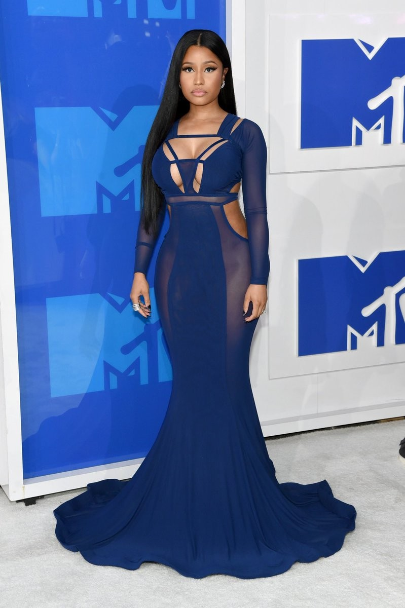 Nicki Minaj claims the hair she wore to the VMAs in 2016 was her real hair. Yeah, right! (Photos)