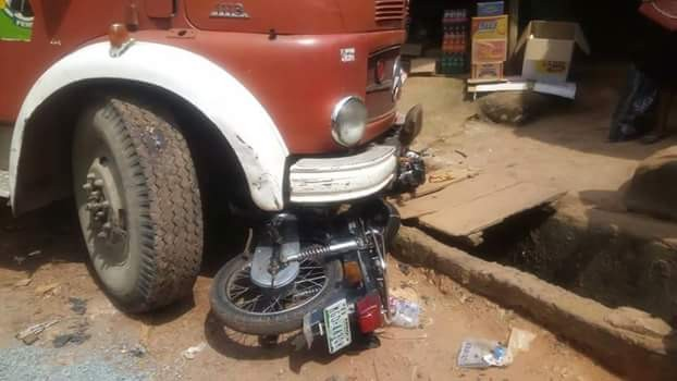 Photos: Lucky escape for rider as truck driver crushes his motorcycle in Imo while allegedly being chased by soldiers