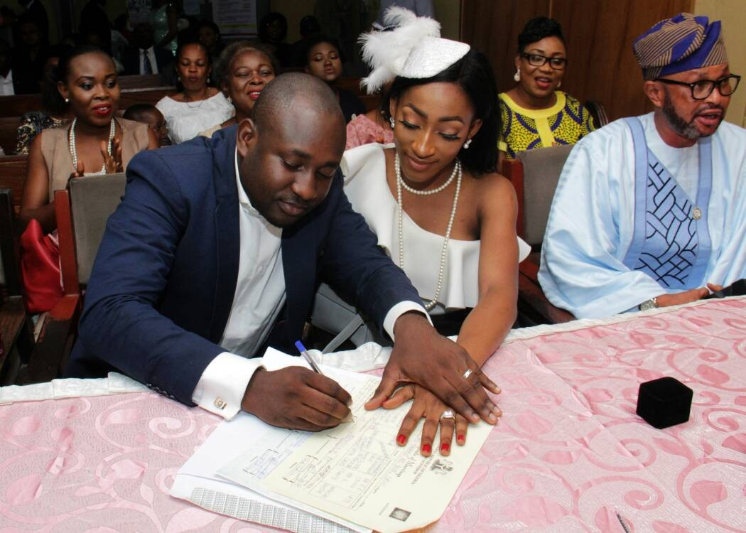 Nigerian couple who met on twitter tie the knot(photos)