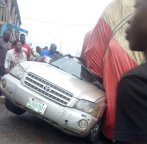 Photos: Father and daughter escape death as trailer crushes their SUV in Benin