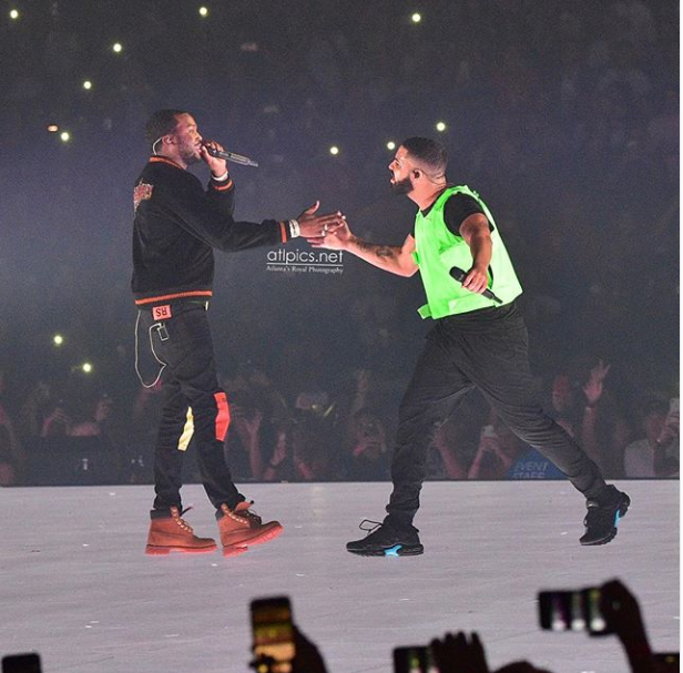 Drake officially ends his beef with Meek Mill by bringing him on stage during his Boston concert (Photos)