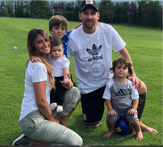Lionel Messi shares cute family photo with his wife and sons?