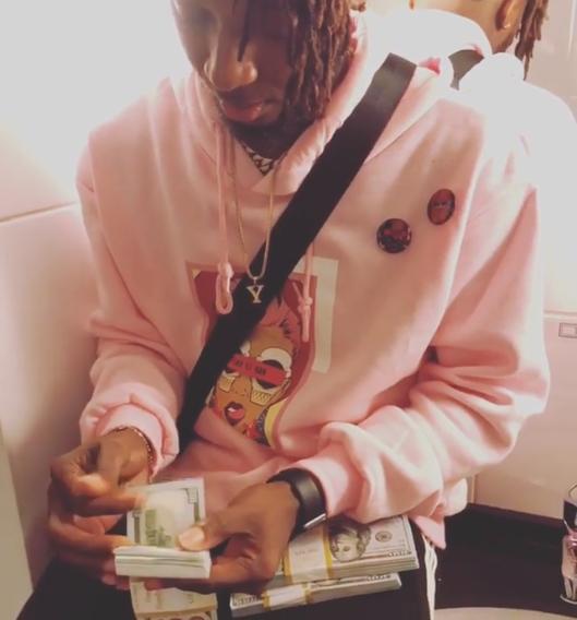 Rapper Yung6ix shows off stacks of $100 bills ?(Video)