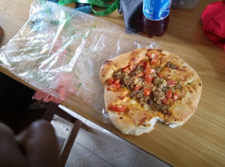 Photos: See what an eatery in Osogbo is selling in the name of pizza