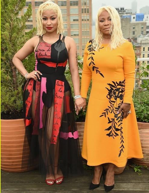 Nicki Minaj and her mom rock matching hairstyles as they attend Oscar De La Renta Show (Photos)