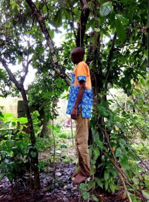 Man commits suicide after chewing his SIM card in Akwa Ibom (graphic photos)