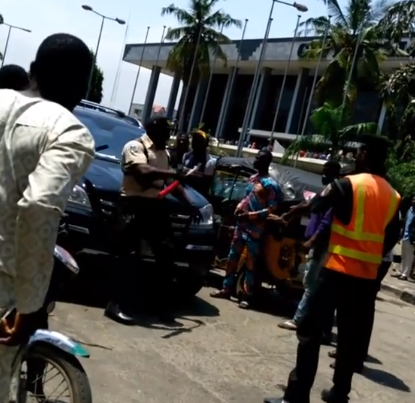 Video: Security officer raises alarm as his manhood disappears after allegedly collecting money from a politician in Lagos
