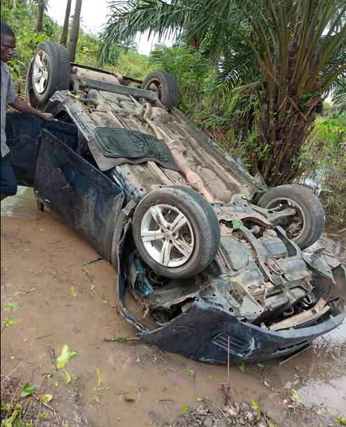 Car carrying school children somersaults into bush after being hit by a commercial bus (photos)