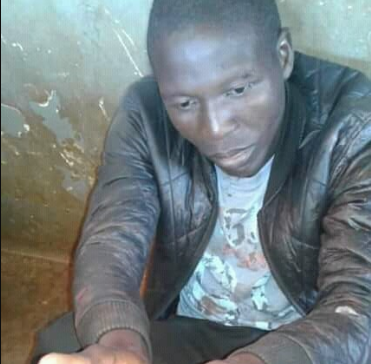 Husband surrenders himself to police after stabbing wife (graphic photo)