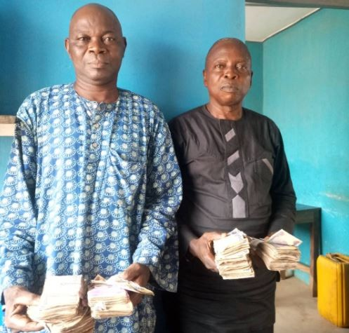 #OsunDecides2018: Nigerian police arrest two suspected vote buyers with?the sum of N604,000 recovered from them (Photo)