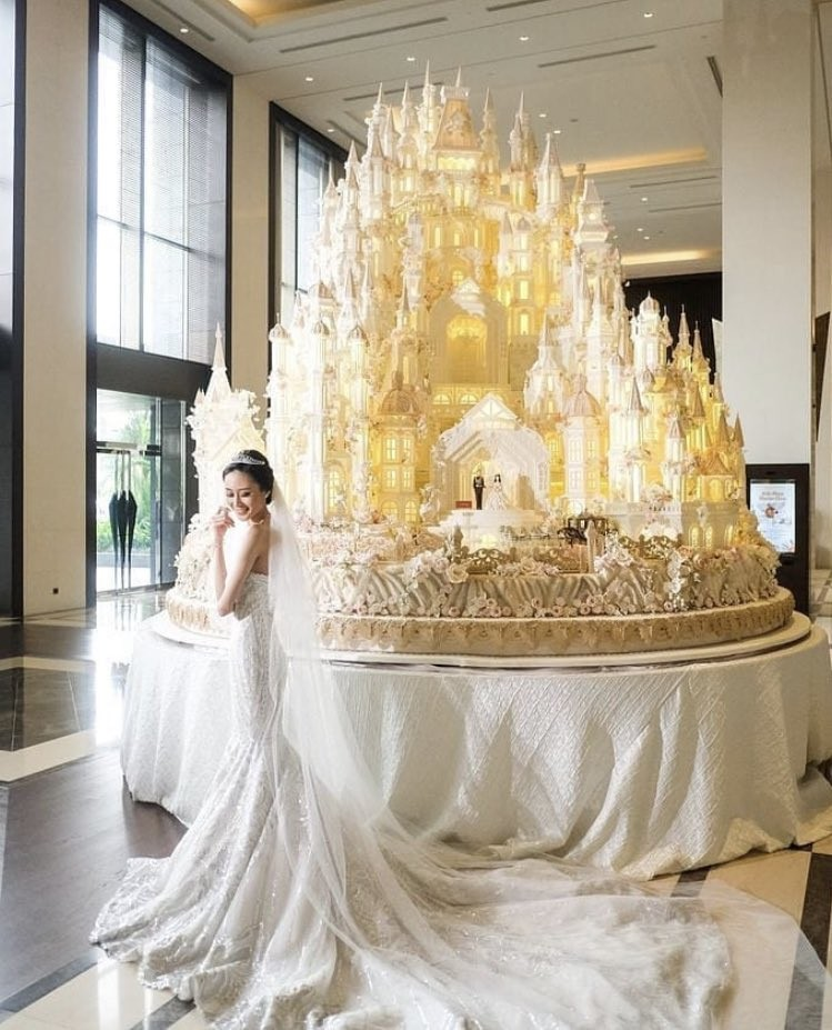 Photo: Is this the most elaborate wedding cake of all time??