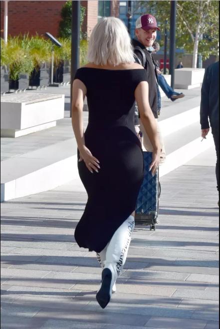 Pop star Bebe Rexha flaunts her