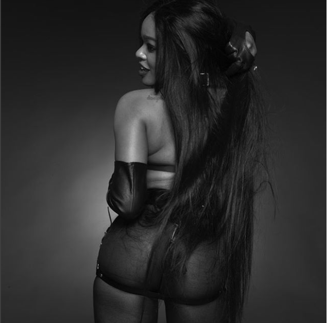 Azealia Banks showcases her bare bum in raunchy outfit ?(Photos)