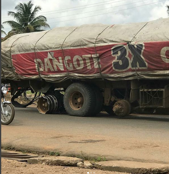Photos/Video: Truck spotted driving without tyres in Ekiti state