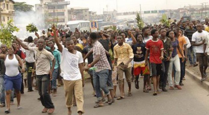 APC Youths set Akwa Ibom police station ablaze over imposition of candidate