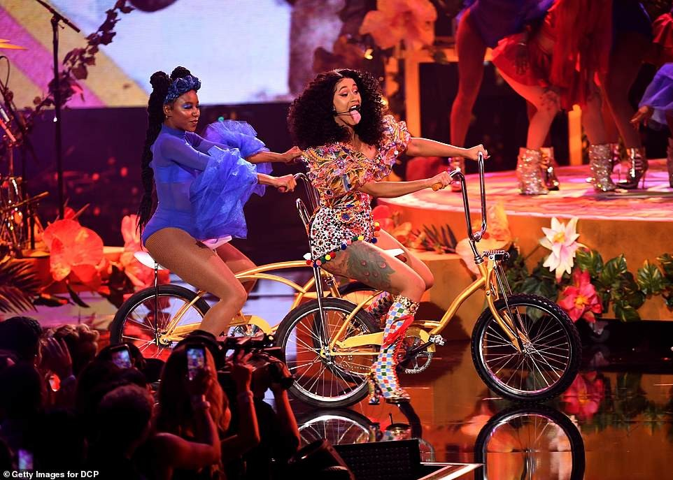 Cardi B shows off impressive flexibility during her energetic performance at American Music Awards (Photos)