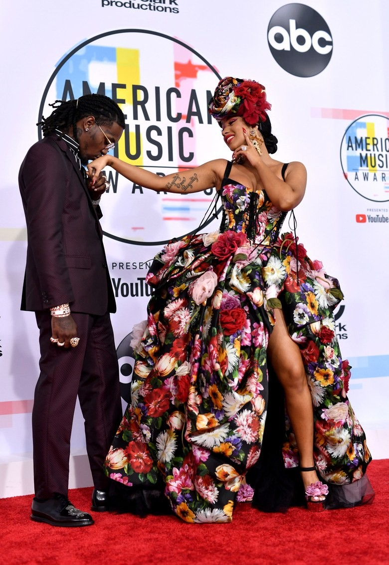 Check out lovely photos of Cardi B and Offset on the 2018 AMAs Carpet