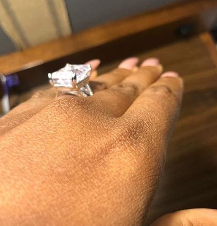 Cinema Director re-proposes to his wife of 10 years with a nice ring (photos)