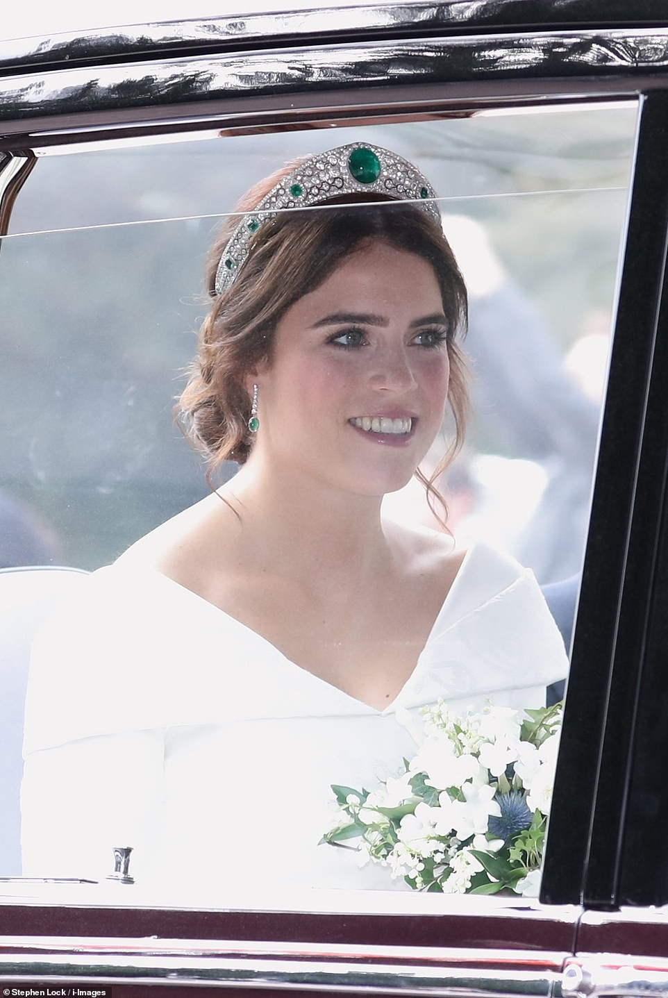 Princess Eugenie walks down the aisle in a low-backed gown, no veil and a tiara borrowed from the Queen (photos)