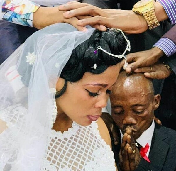 Photos: This African bride looks so sad at her wedding. Some people think her husband is the reason