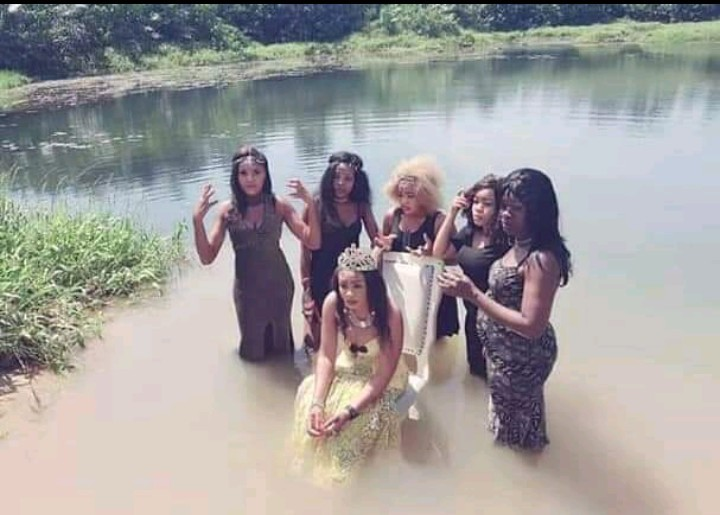 Photos purportedly showing a bridal shower done inside a stream amuses social media users